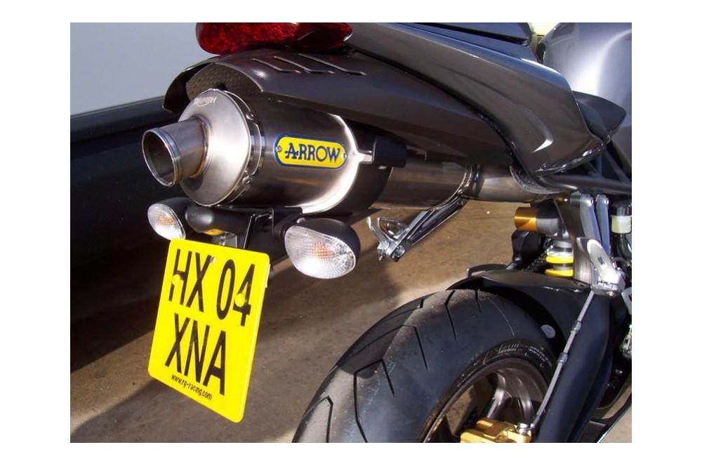 Support de plaque R&G Triumph 675 Daytona 06/12 avec échappement Arrow