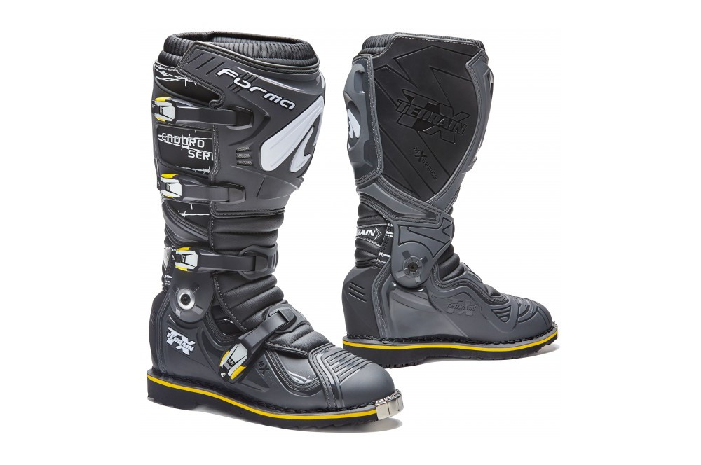 bottes moto cross forma terrain tx enduro noir gris street moto piece. Black Bedroom Furniture Sets. Home Design Ideas